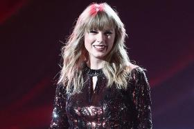 Swift signs landmark record deal with UMG