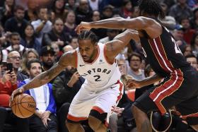 Leonard inspires Raptors' hot streak