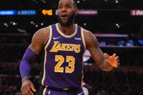 James sinks 42 as Lakers rally to win