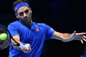 Federer faces tricky path in quest for hat-trick