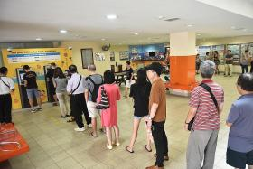Banks run out of new notes less than an hour after opening