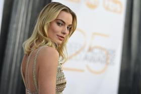 Margot Robbie transforms into Elizabeth I for Mary Queen Of Scots