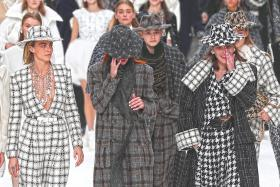 Chanel bids farewell to Karl Lagerfeld in last glitzy show
