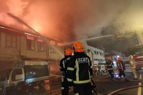 Close call as Geylang residents ignore SCDF warning about fire