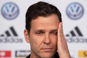 Bierhoff: Holland the favourites, not us