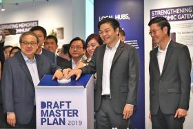 Mr Peter Ho, (far left, hand on mechanism) chairman of URA, with Minister for National Development Lawrence Wong (second from right) and Mr Lim Eng Hwee, CEO of URA, (far right).