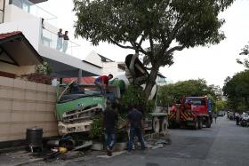 Cement mixer accident disrupts power supply to homes