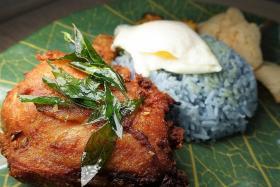 Makansutra: Blue nasi lemak