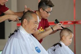 455 supporters make bald statement for cancer