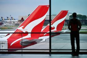 Qantas forecasts record annual revenue