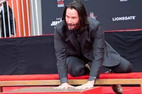 Keanu Reeves leaves his mark at Hollywood's Chinese Theatre