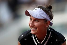 Marketa Vondrousova, 19, sets up semi-final clash with Johanna Konta