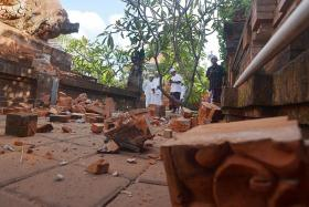 Bali earthquake sparks panic, damages buildings