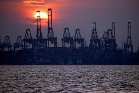Singapore's exports plunge 14.6% in Q2