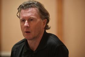 Expect tight La Liga title race this season, say Owen, McManaman