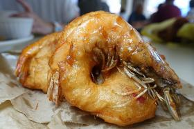 Makansutra: Original prawn vadai that's uniquely Singapore