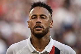 Neymar expects rough season after getting boos from PSG fans