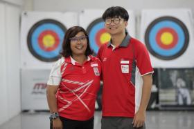 Nur Syahidah Alim with her coach Pang Qing Liang.