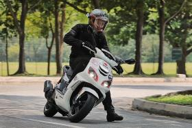 Scoot around on Peugeot's SpeedFight 4