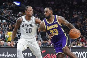 LeBron James spurs LA Lakers to 5th straight win