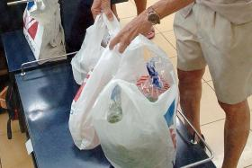 """NTUC FairPrice extends """"no plastic bag"""" trial for another year"""
