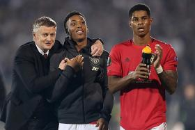 Manchester United lack a No. 9, says Teddy Sheringham