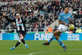 Jonjo Shelvey scoring Newcastle United with this effort from outside the box.