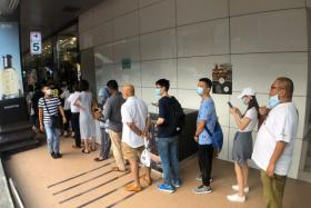 People queueing to buy masks at Mustafa Centre on Jan 28, 2020.