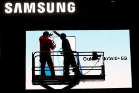 Samsung Electronics says Q4 net profit slumps 38%