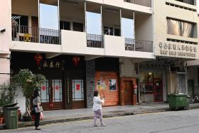 Health store where women picked up virus popular with Chinese tourists