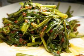 The dishes on hand were the Sambal Kangkong ($6, above) and guest Chef Publis Silva's favourite, the Yam Ring ($16).