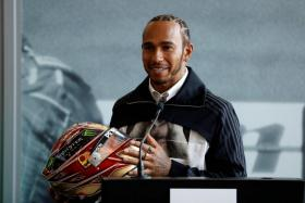 Mercedes' Lewis Hamilton and the rest of the F1 drivers can expect a good turnout at the season-opening Australian GP as tickets sales have been very good.