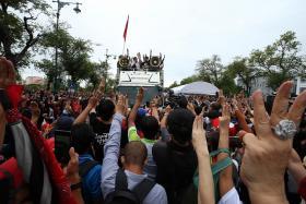 Thai protesters challenge monarchy, present letter detailing demands