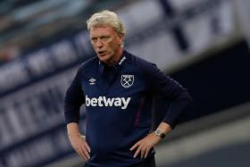 West Ham United manager David Moyes has to self-isolate for 10 days after testing positive for Covid-19 on Tuesday.