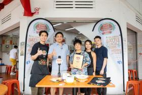 Dr Leslie Tay (second from left) of ieatishootipost.sg and host of Singapore Food Masters 2020 Awards Presentation together with Mr Allan Tan (left), owner of Tan Ser Seng Herbs Restaurant (East Zone Top 3) with his mother, 2nd generation owner Tay Ah Lek, Vivian Tan and Derrick Lee.