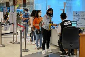 Malls may face entry limits if they slip up on crowd management