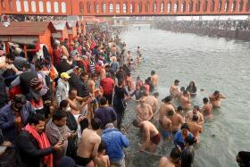 Pandemic fails to deter Hindu Ganges pilgrimage