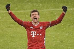 Thomas Mueller stars in Bayern Munich's 2-1 win over Freiburg