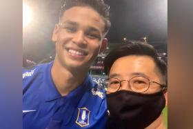 Irfan Fandi (left) with fellow Singaporean Benjamin Tan, the Thai League's deputy chief executive and director of club licensing.