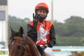 A smiling Chavez showing the four-finger sign to signify his fourth victory of the day after scoring on Matsuribayashi in Race 9.