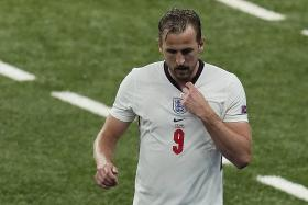 Euro 2020: Under-fire Harry Kane gets ex-players' backing
