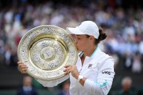 Aussie tennis great Goolagong hails 'little sister' Barty
