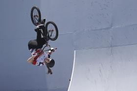 Crash landing fails to deter BMX champ Charlotte Worthington