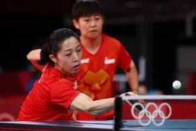 Yu Mengyu and Lin Ye got Singapore off to a winning start in the women's team round of 16 match against France.