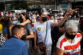 Chaos in Manila as thousands rush to get jabs before lockdown