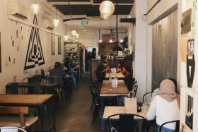 Dine in and social group sizes cut to 2 from Sept 27. The tighter measures will last a month and be lifted on Oct 25, 2021. PHOTO: ST FILE