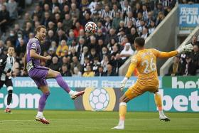 Newcastle start new era with 3-2 defeat by Spurs