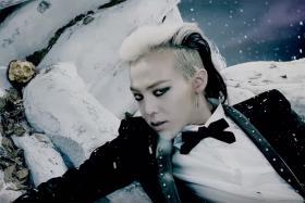 G-Dragon's signature looks: versatile.