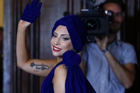 Lady Gaga sheds quirky image for jazz album with Tony
