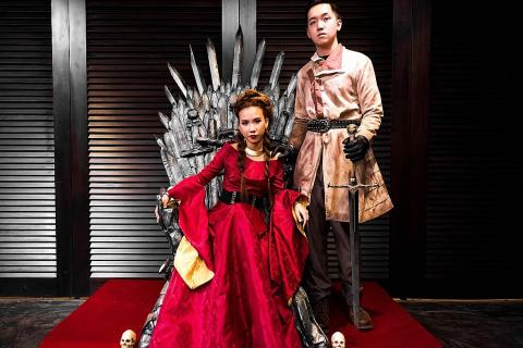 Game Of Thrones Wedding.Couple Hold Game Of Thrones Wedding Complete With Iron Throne